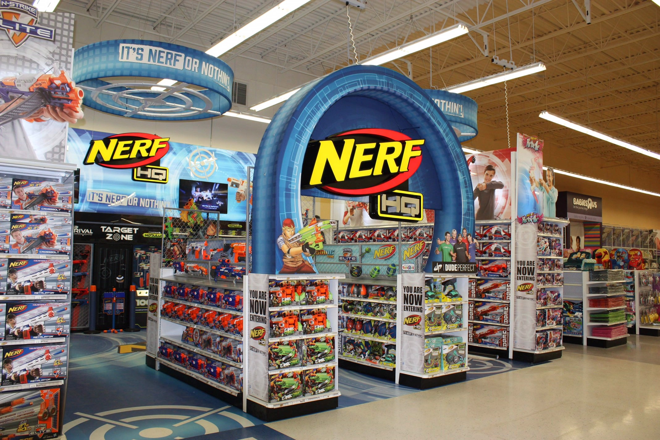 Nerf HQ Branded Environment – Toys R Us Canada